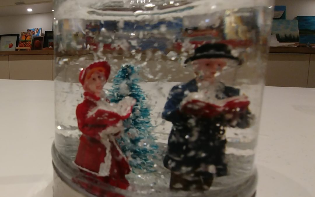 Who wants to make a snowglobe over the holidays?